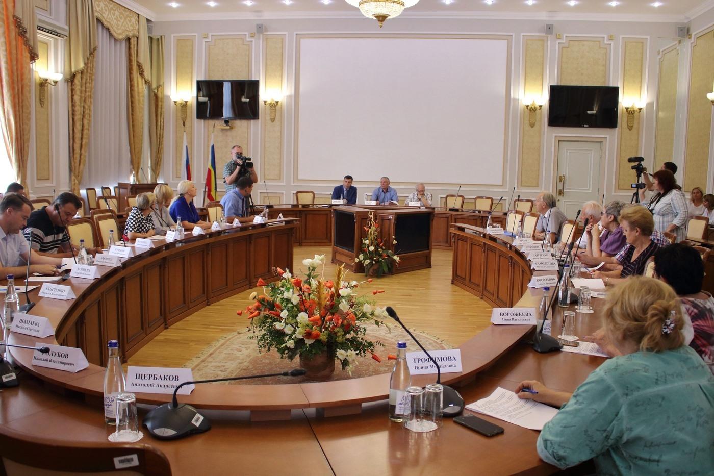 Законодательные инициативы рассмотрели представители общественности