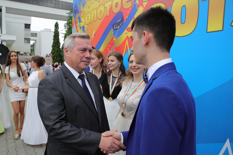 Василий Голубев: «В этом году 1765 донских выпускников школ стали медалистами»