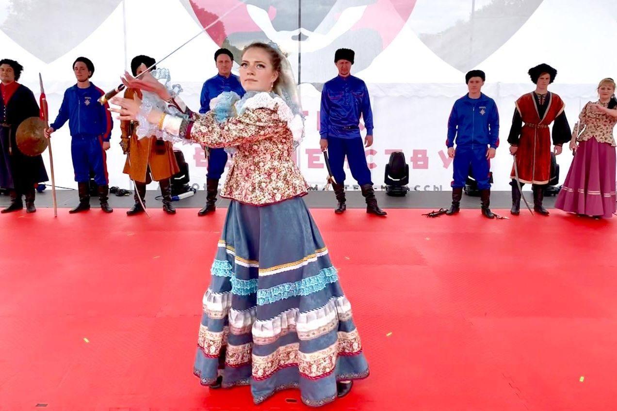 Показательные выступления казаков на фестивале японских боевых искусств