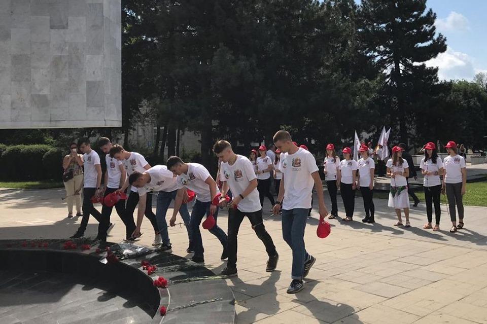 Представители донской молодежи отправились с патриотической миссией в Европу