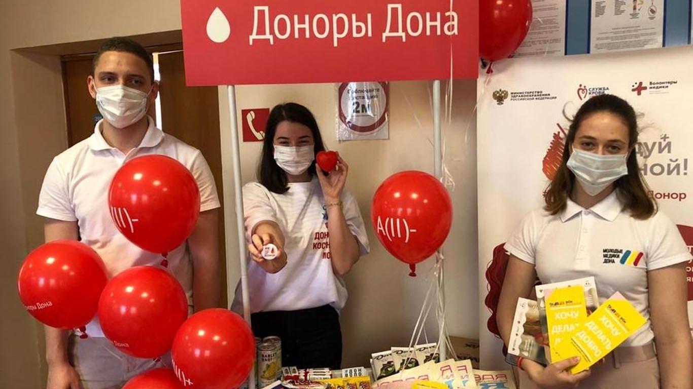 Всероссийский донорский марафон, приуроченный ко Дню России и Дню донора, поддержали волонтеры