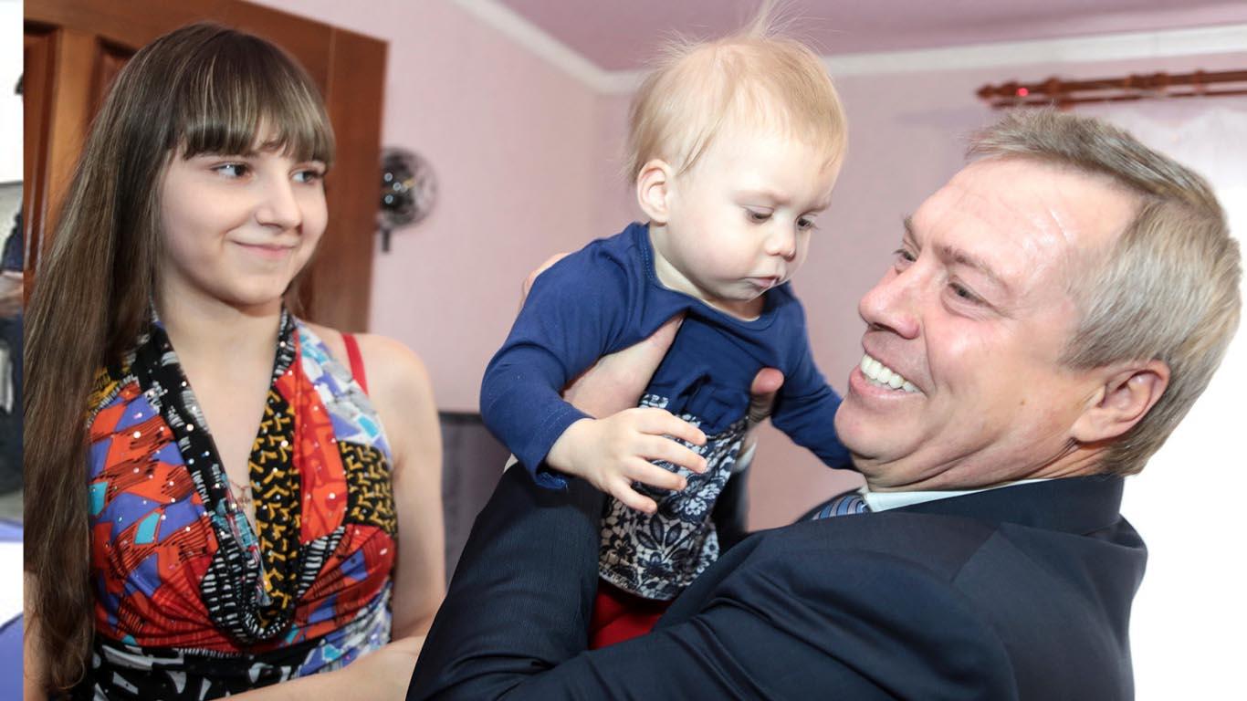 Василий Голубев предложил продлить срок действия Областного закона «О региональном материнском капитале»1