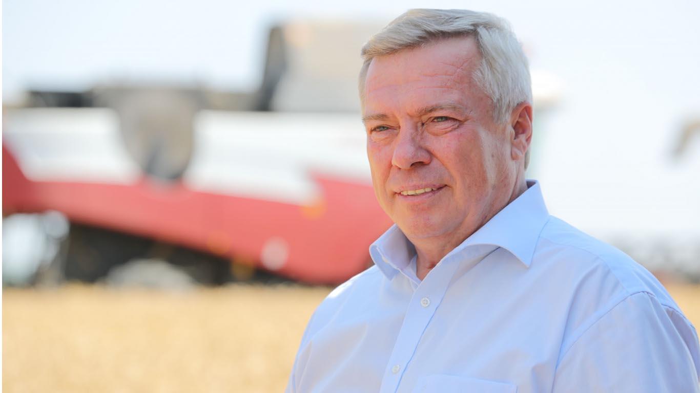Василий Голубев: «Донские хлеборобы намолотили уже 10 млн тонн зерна»