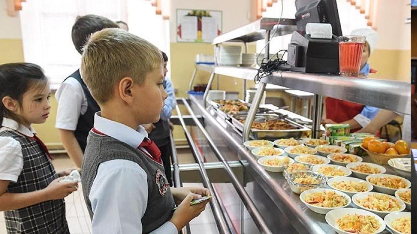 Все маленькие школьники региона получат горячее питание