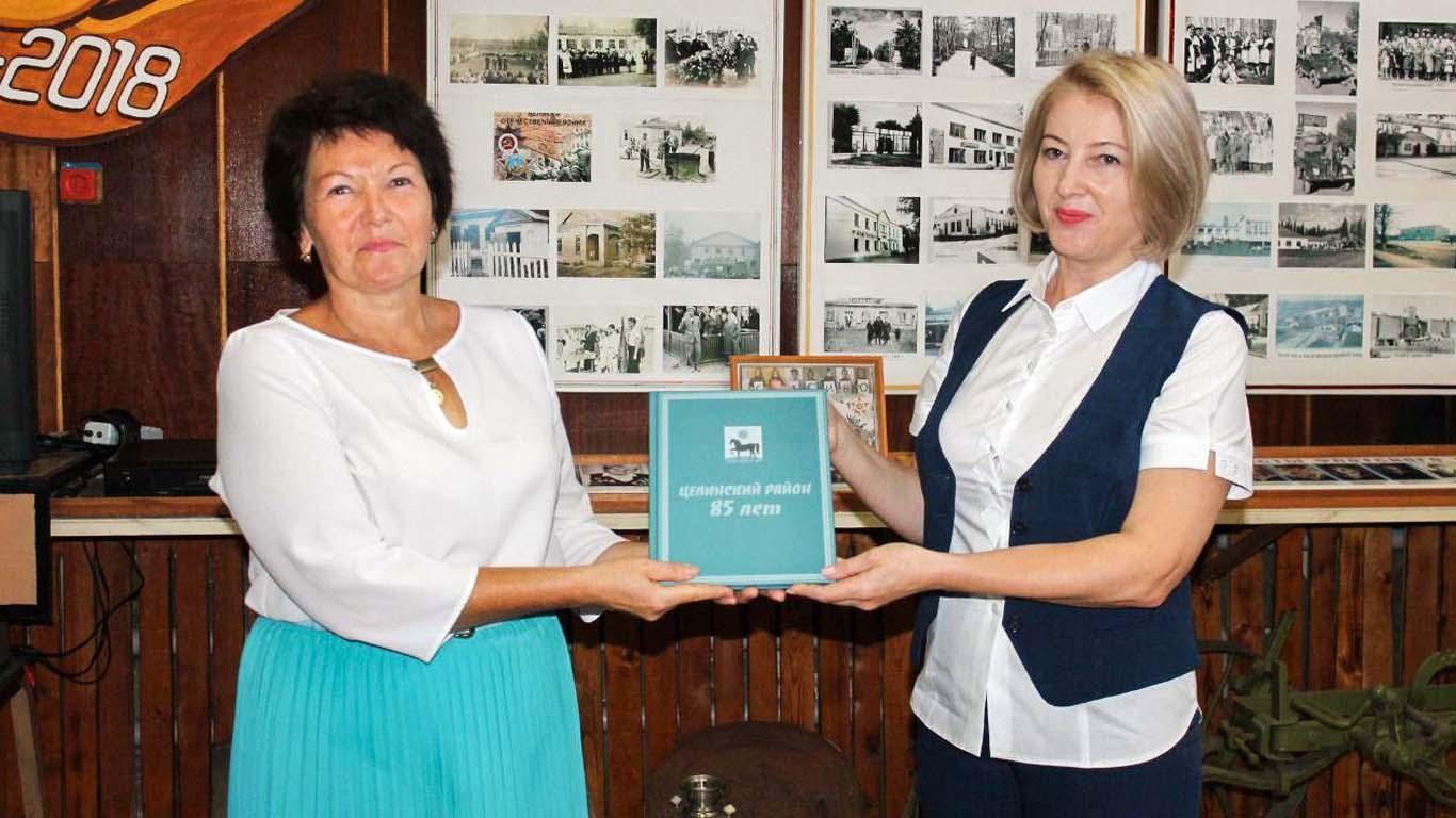 Музей истории Целинского района пополнился юбилейным альбомом