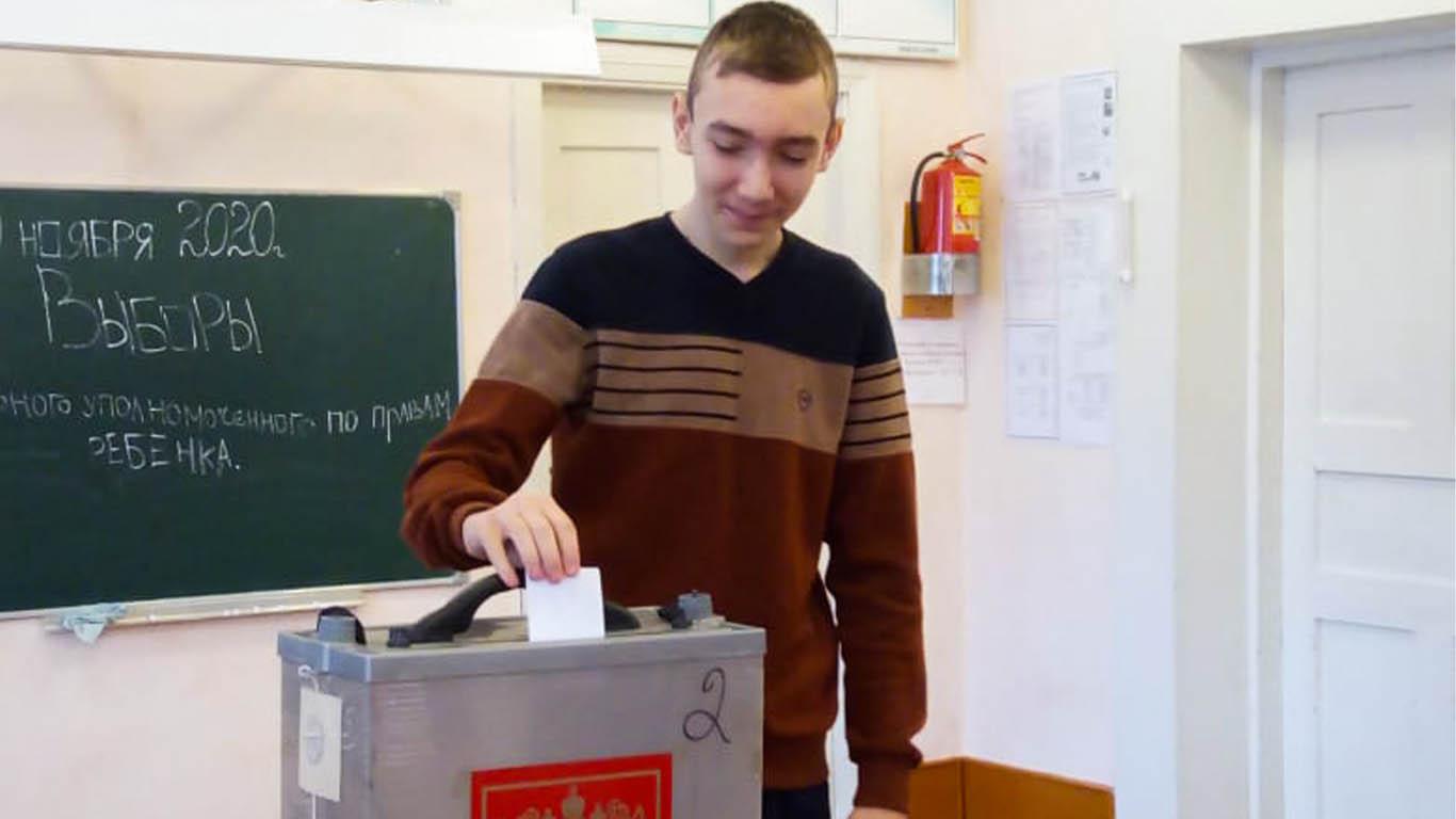В Лопанской школе прошли выборы школьного Уполномоченного по правам ребёнка