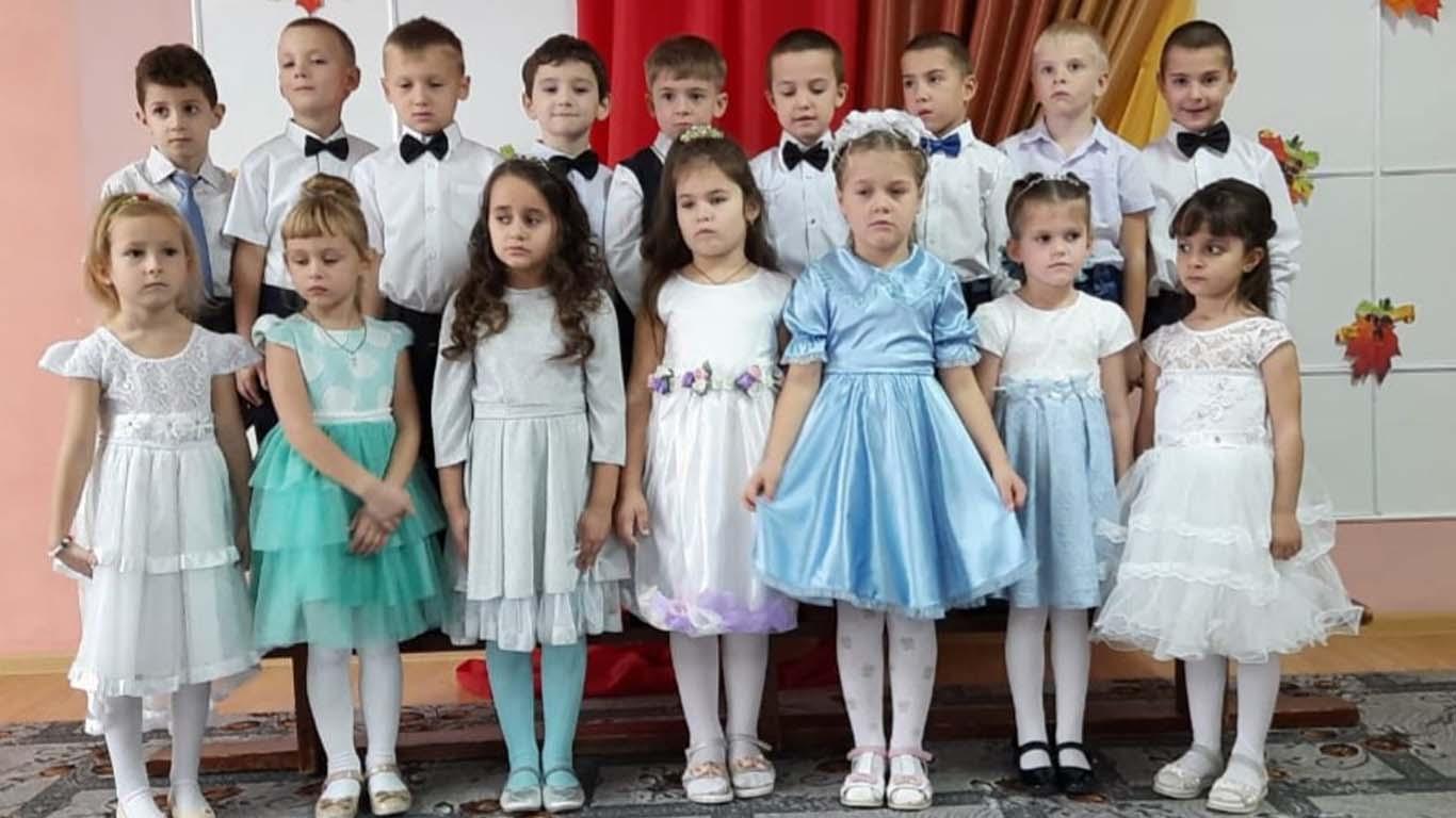 Воспитанники детского сада «Город Детства» поздравили своих мам с праздником
