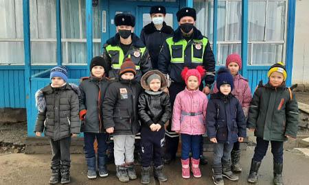 Целинские полицейские встретились с дошколятами
