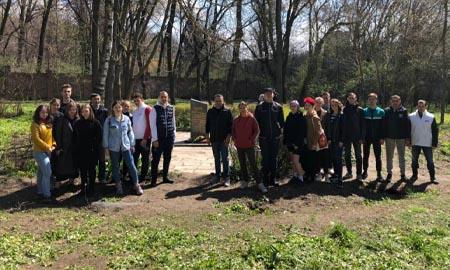 Весенние субботники на воинских мемориалах и местах массовых захоронений прошли в Ростовской области