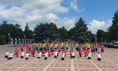 «Карамель» — флэшмоб в День России