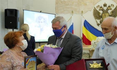 С Днем семьи, любви и верности поздравил донской губернатор юбиляров семейной жизни