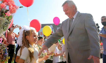 С началом нового учебного года поздравил педагогов и школьников глава донского региона Василий Голубев