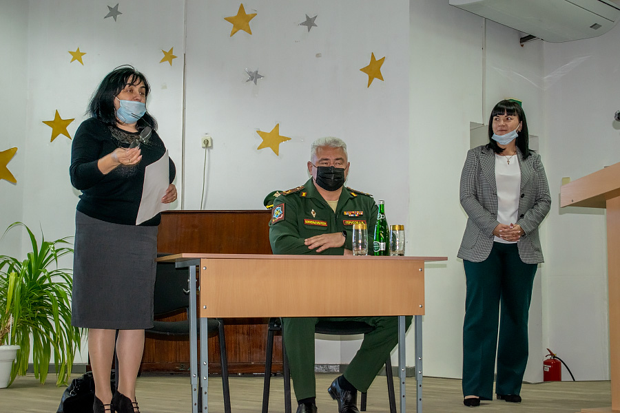 В диалоге с героем сошлись школьники Целинского района