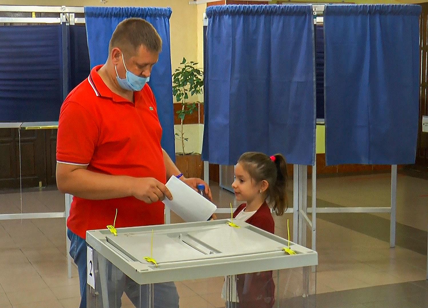 Целинцы голосуют с хорошим настроением